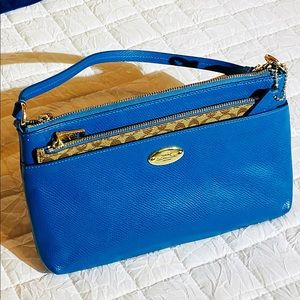💙COACH East/West with Pop-Up Pouch💙